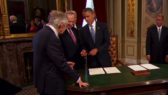 Obama catches Reid taking inaugural pen