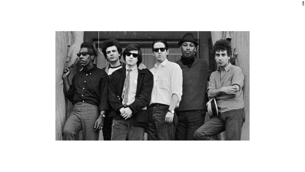 "Tras debutar en 1965, el sonido blues del sur de Chicago de The Paul Butterfield impresionó tanto a Bob Dylan con temas como ""East West"" o ""Blues with a feelin""."