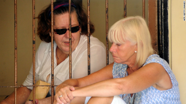 Lindsay June Sandiford (L) and her sister Hillary Parsons (R) after her trial on the Indonesian island of Bali on January 22, 2013.