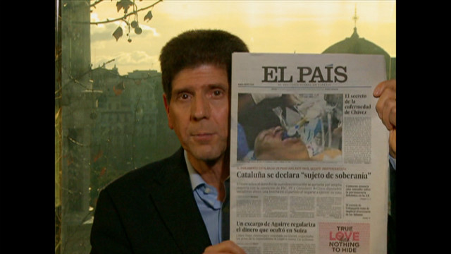 Reporter Al Goodman holds a copy of El Pais, which printed an unauthentic photo of Venezuelan president Hugo Chavez.