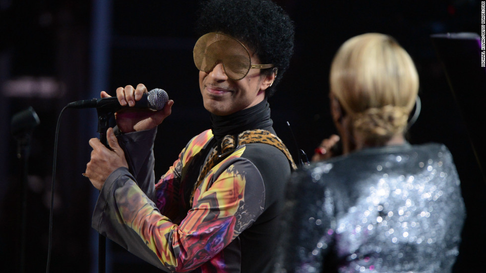 Prince invites Baltimore prosecutor on stage