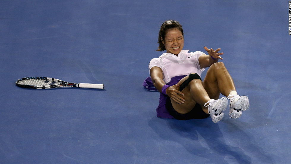 Li Na falls for the second time during her women's final match.