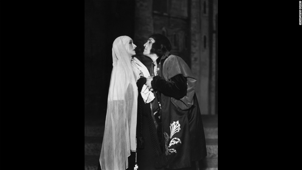 Madge Compton as Lady Anne Neville and Balliol Holloway as Richard III, 1930.