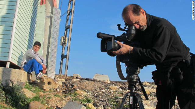 Joe Duran filming syria refugees