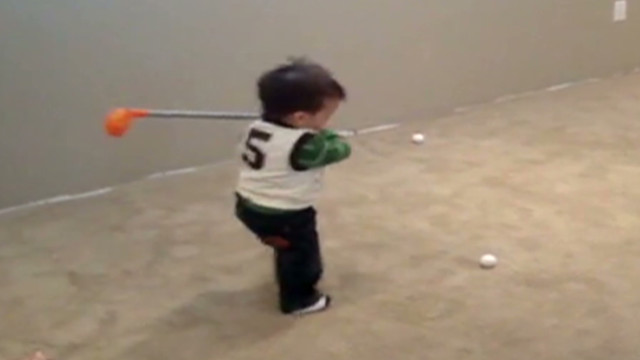 Distraction: Tiny golf prodigy