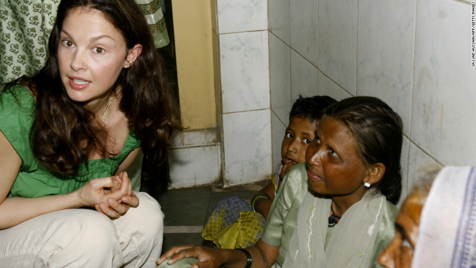Actress Ashley Judd, a global ambassador for YouthAIDS, actively campaigns for awareness of international poverty. In 2010, Judd traveled to the Democratic Republic of Congo to raise awareness of how sexual violence is driven by conflict minerals in Congo. Here, Judd speaks in Mumbai, India, while raising awareness about AIDS in March 2007.