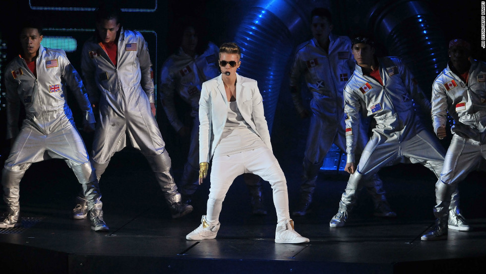 "Justin Bieber apologized to fans via <a href=""https://twitter.com/justinbieber/status/308919574760411137"" target=""_blank"">Twitter</a> after taking the stage at London's O2 Arena later than he planned on Monday night. ""I was 40 min late to stage. there is no excuse for that and I apologize for anyone we upset. However it was great show and Im proud of that,"" the singer wrote, noting that he wasn't two hours late, as some media outlets, including <a href=""http://www.cnn.com/2013/03/05/showbiz/justin-bieber-london/index.html"">CNN</a>, reported. But Bieber, who chalked the delayed entrance up to <a href=""https://twitter.com/justinbieber/status/308919372351680513"" target=""_blank"">""3 opening acts"" and ""technical issues,"" </a>isn't the tardiest artist by a long shot."