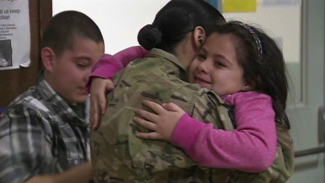 dnt soldier surprise causes tearful reunion_00003314.jpg