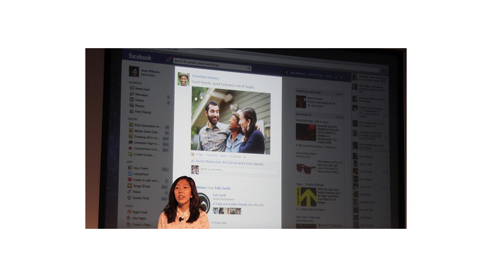 Julie Zhuo, Facebook's director of design, highlights the width of the news feed in the old design.