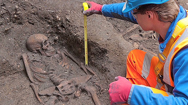 Black Death 'plague pit' found in London