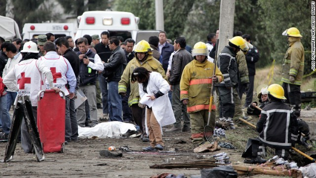 Rescue workers at  the scene of a fireworks explosion in Jesusito Nativitas, Tlaxcala, Mexico, March 15, 2013.