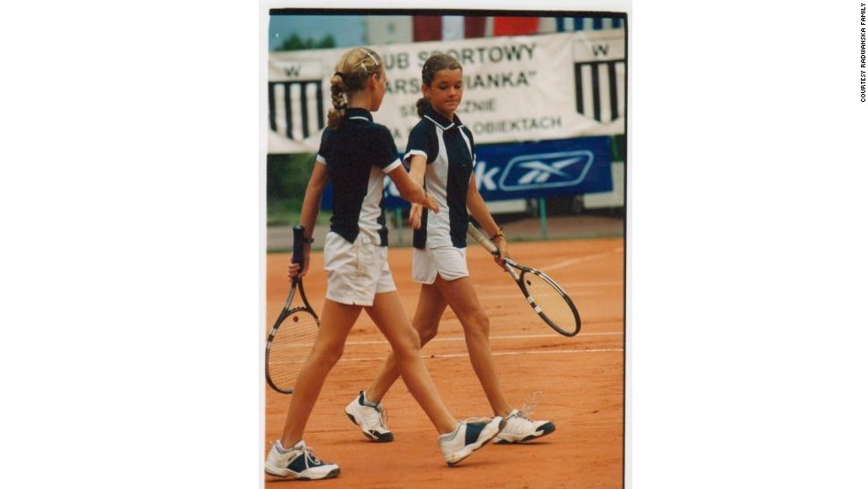The sisters' doubles partnership goes back to childhood. In 2012, they proudly represented Poland at the Olympic Games -- but suffered defeat in the second round.