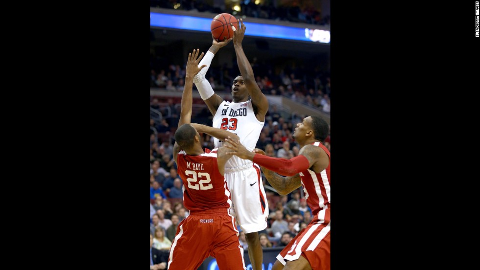 DeShawn Stephens of the San Diego State Aztecs, center, attempts a shot against Amath M'Baye of the Oklahoma Sooners on March 22.