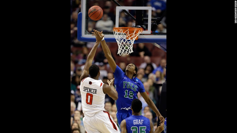 Skylar Spencer of San Diego State shoots over Eric McKnight of Florida Gulf Coast on March 24.
