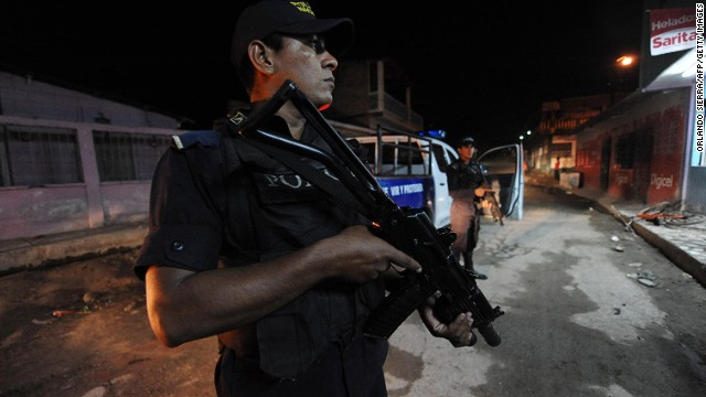 Policemen take part in an operation in the Lomas del Carmen neighborhood in San Pedro Sula, Honduras on March 7, 2012