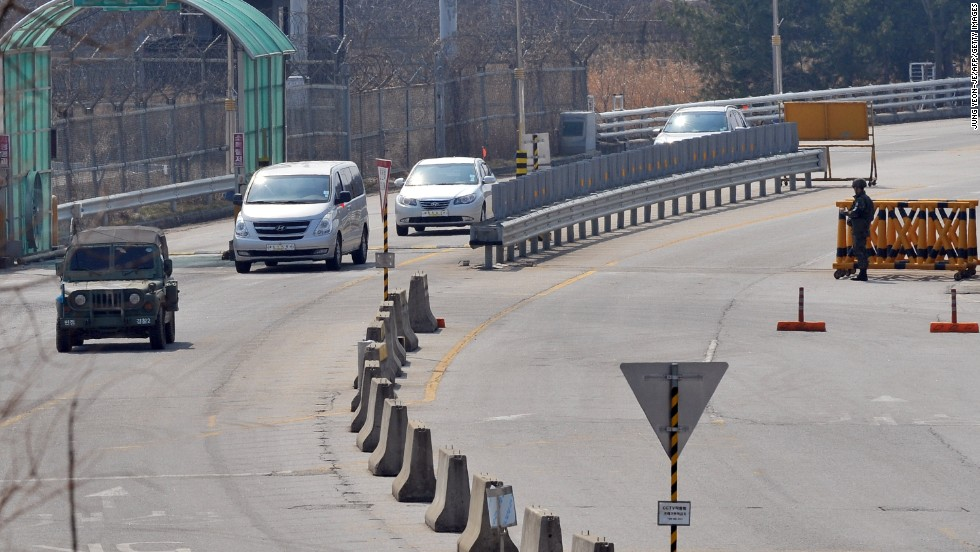 A South Korean military vehicle leads cars arriving from the Kaesong joint industrial park to Paju.