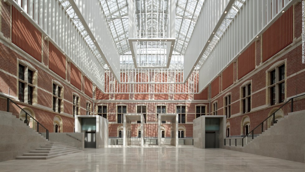 Contrasting ancient and modern, Spanish architects Cruz y Ortiz reinstated the building's original courtyards, which had been crammed with makeshift galleries for decades, linking them into one huge, bright and airy atrium.