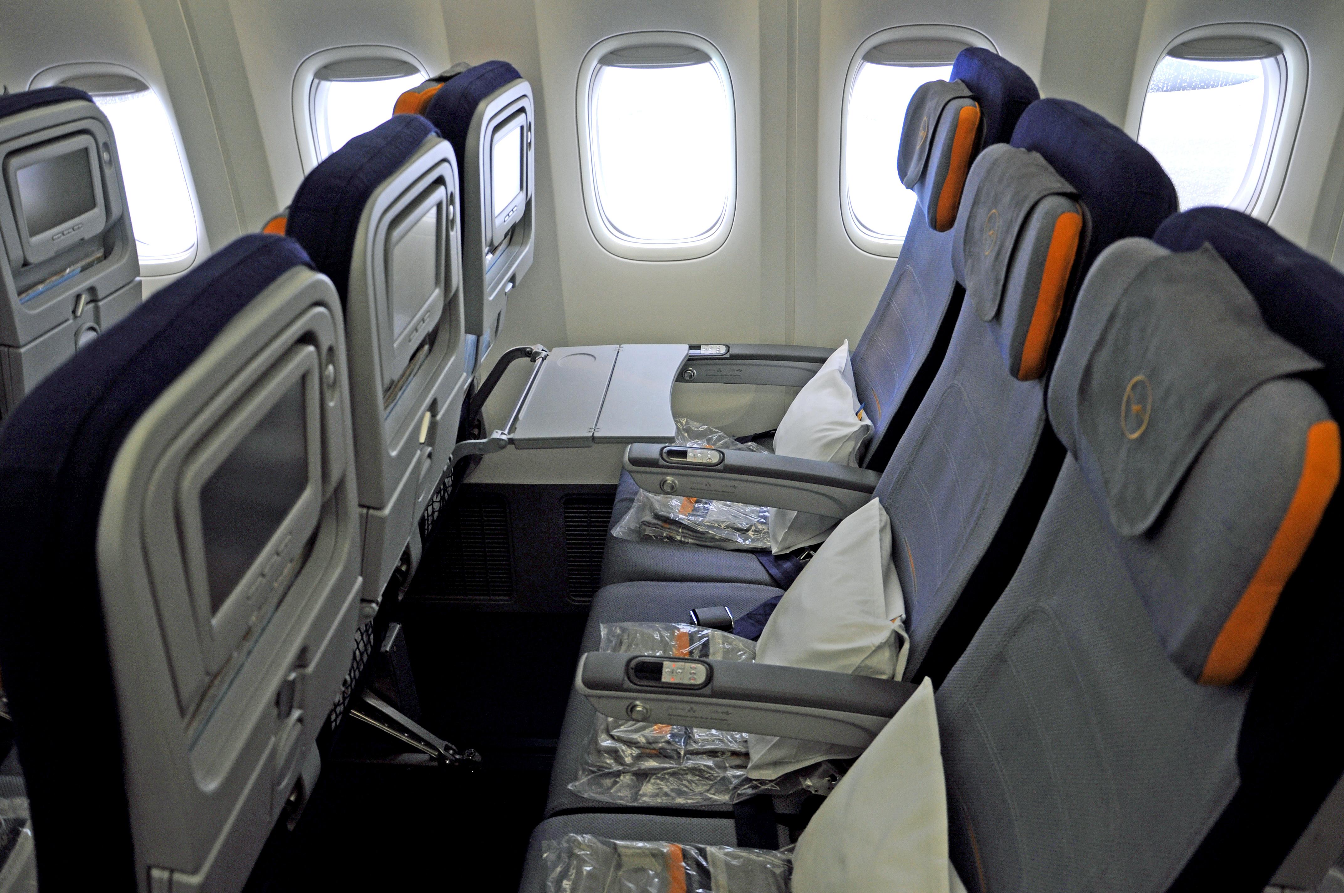 747-8 lufthansa premium economy