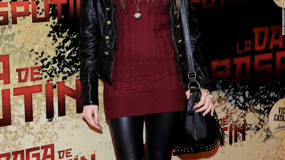 Spanish actress Aroa Gimeno's flattering ensemble shows why leggings and tunic sweaters are such a popular combination.