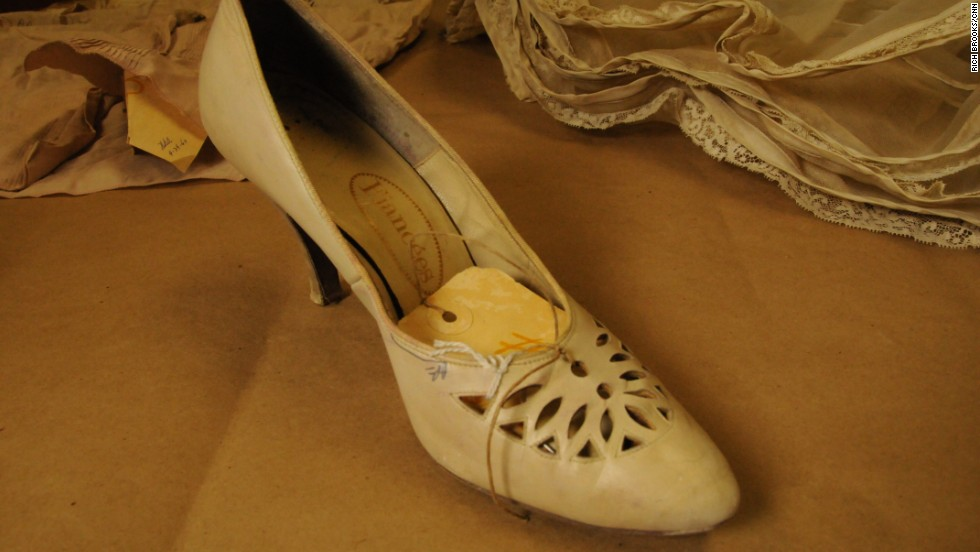 After Garza went missing, family, friends and neighbors formed search parties. That's how many of her belongings were found, including this beige ladies shoe that had been thrown into a field.