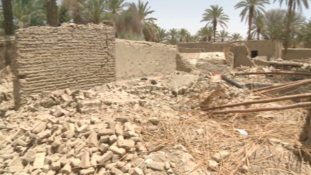 Pakistani quake survivors living in ruins
