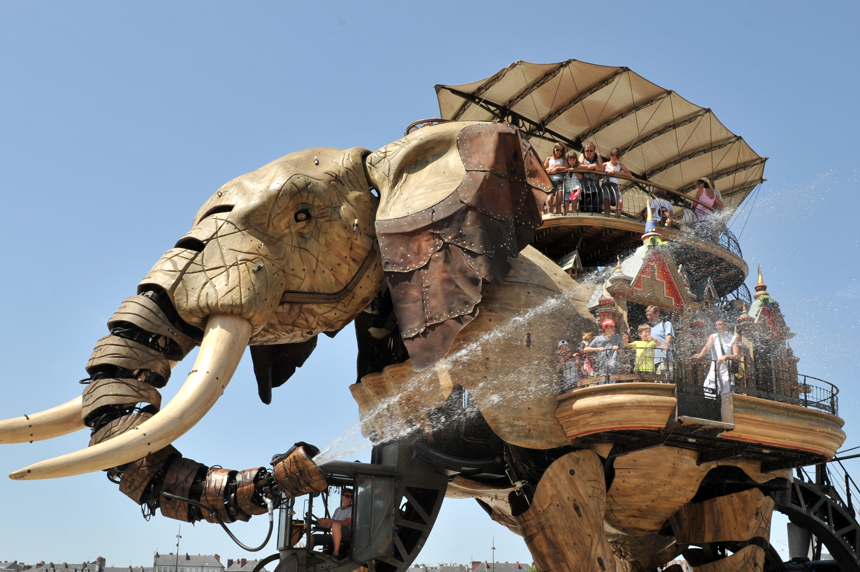 Giant Mechanical Animals Stalk French Theme Park Cnn Travel