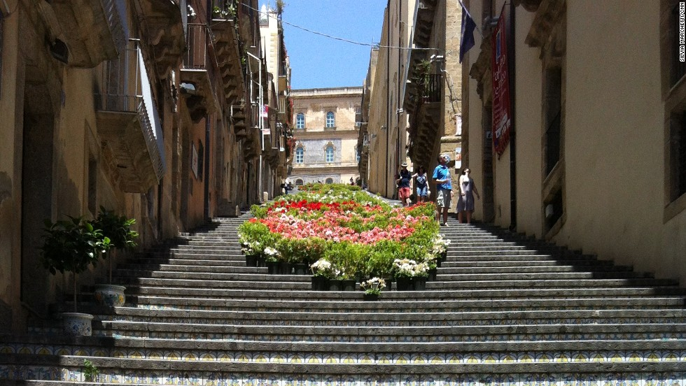Attractions include the 142-step staircase of the Santa Maria del Monte, built in the 17th century, featuring hand-decorated majolica from different periods.