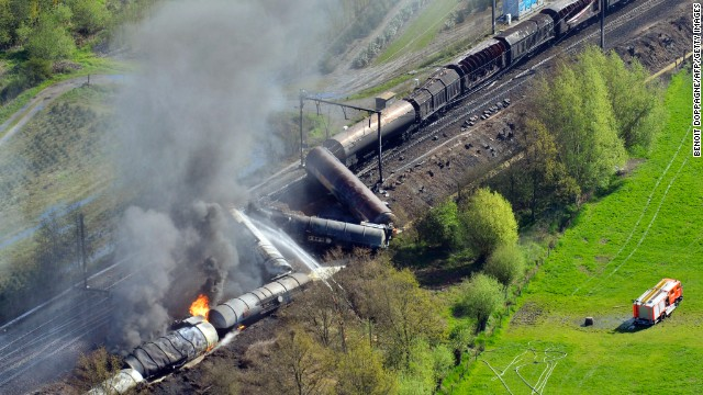 The freight train derailed in the northwestern part of Belgium, between Schellebelle and Wetteren.