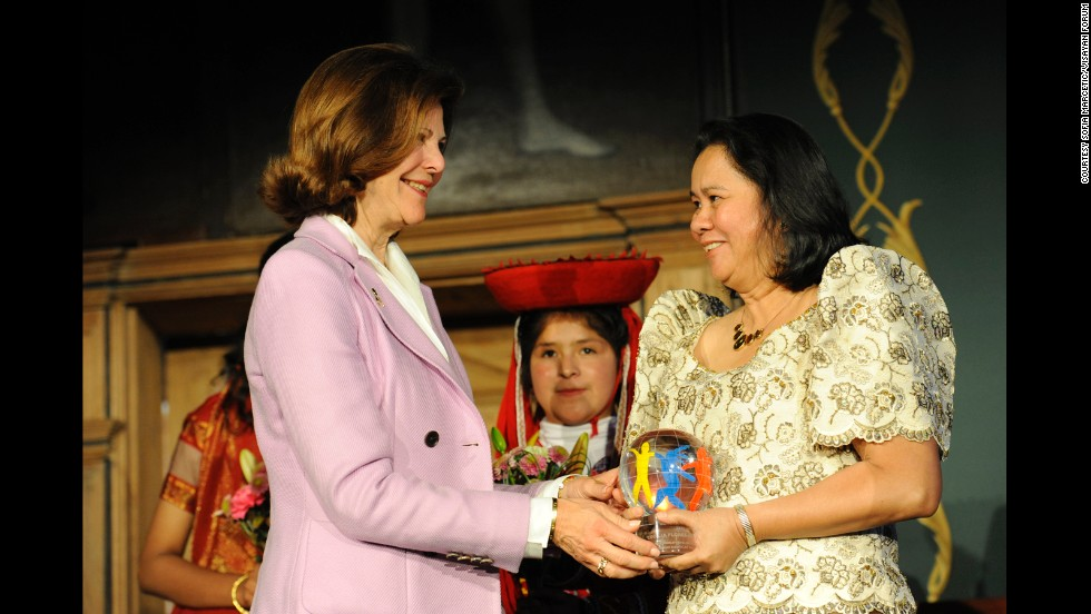 Cecilia Flores-Oebanda is presented with The World's Children's Prize for the Rights of the Child by Sweden's Queen Silvia on April 28, 2011.