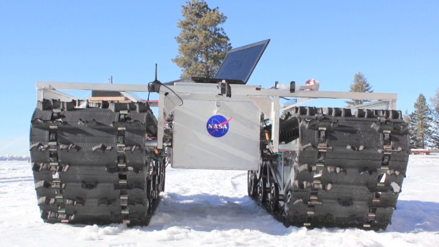 NASA tests this solar-powered robot