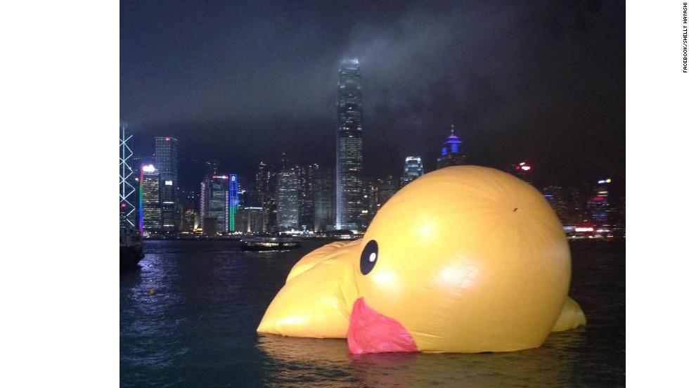 Giant Duck Drowns In Hong Kong | CNN Travel