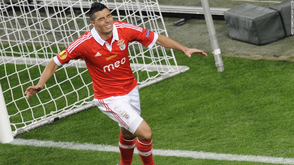 Benfica continued to dominate after the break and Oscar Cardozo thought he had headed his side in front only to be ruled offside. The Paraguay striker met Nicolas Gaitan's cross and nodded past Petr Cech, but the assistant referee's flag denied him the opener.