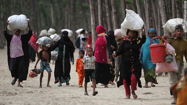 Bangladeshi evacuees head towards shelters as Cyclone Mahasen moves towards landfall in Cox's Bazar on May 15, 2013.