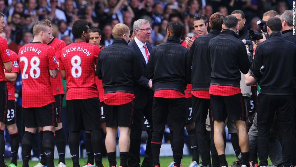 Alex Ferguson receives a guard of honor from his Manchester United players to mark his 1500th and final game in charge of the new EPL champions.