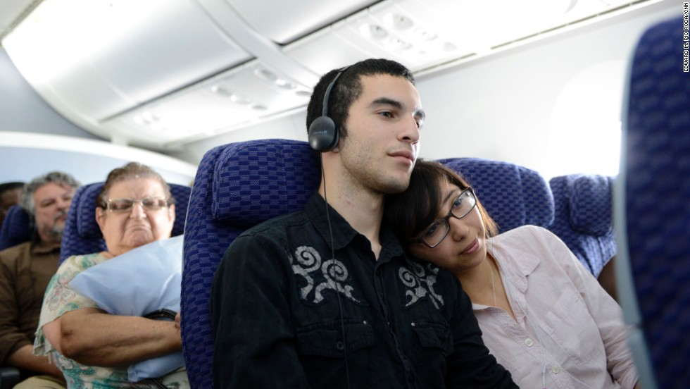 Alex Gilbert and Rebecca Davila watch a film during a flight on a Boeing 787Dreamliner.