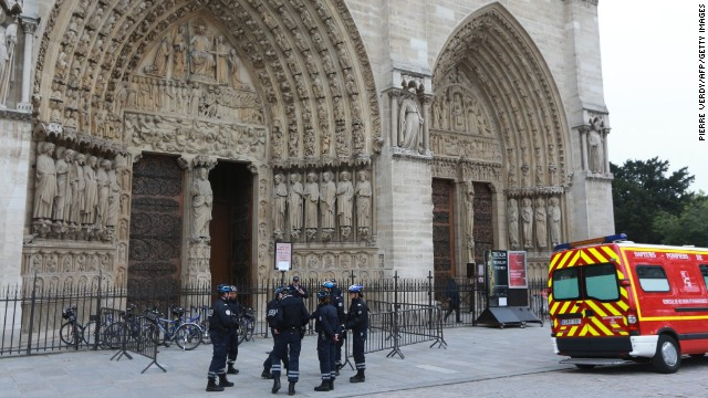 Policemen outside Paris' Notre Dame Cathedral, on May 21, 2013.