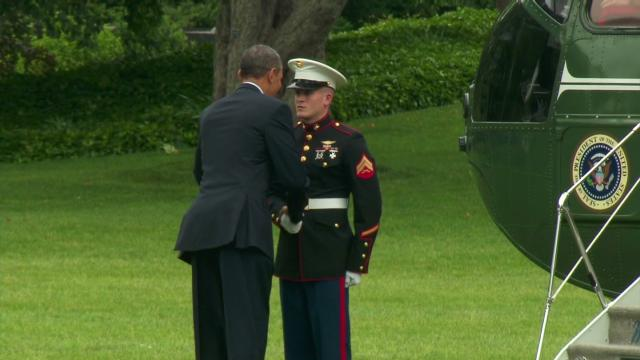 vo president obama forgets to salute_00003101.jpg