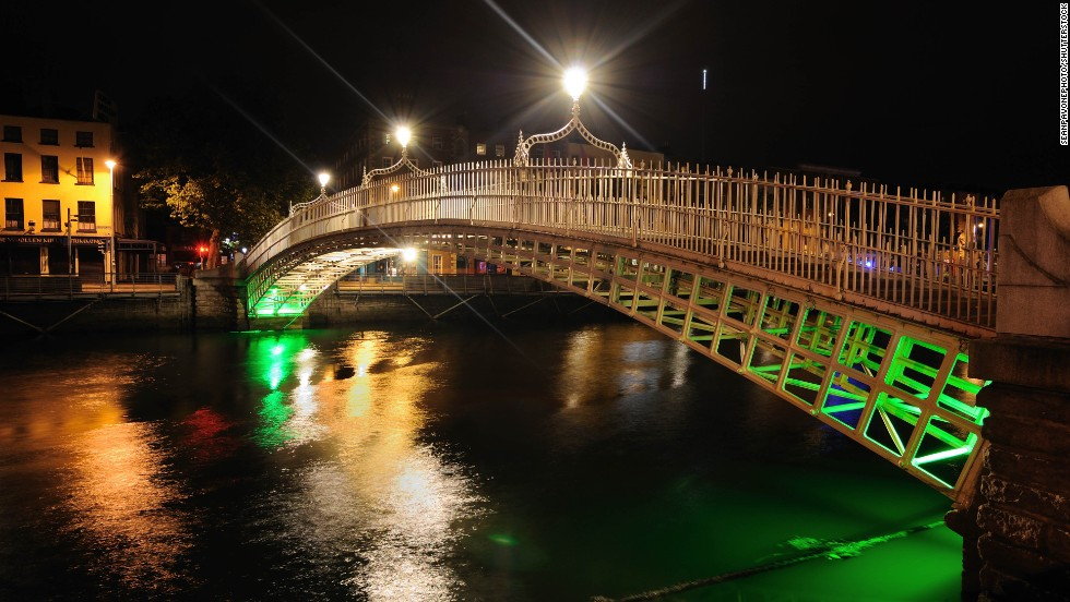 Ha'Penny Bridge, Dublin, Ireland.
