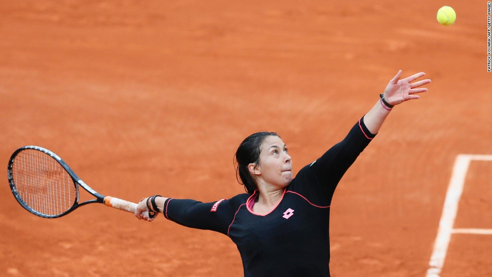 Bartoli also developed a distinctive serving style. She reached the semifinals on the red clay of Roland Garros at the 2011 French Open.
