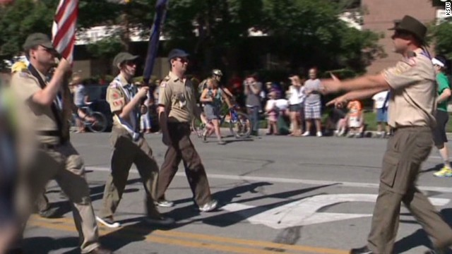 Scouts defy leaders at gay pride parade