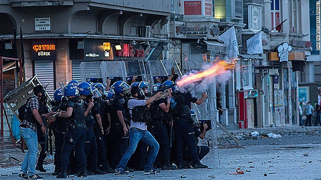 Turkish police send tear gas into crowd