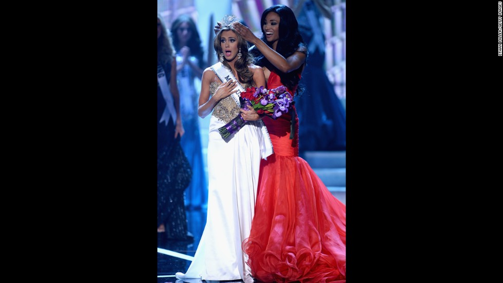 Miss USA 2012 Nana Meriwether crowns Miss Connecticut Erin Brady the new Miss USA.