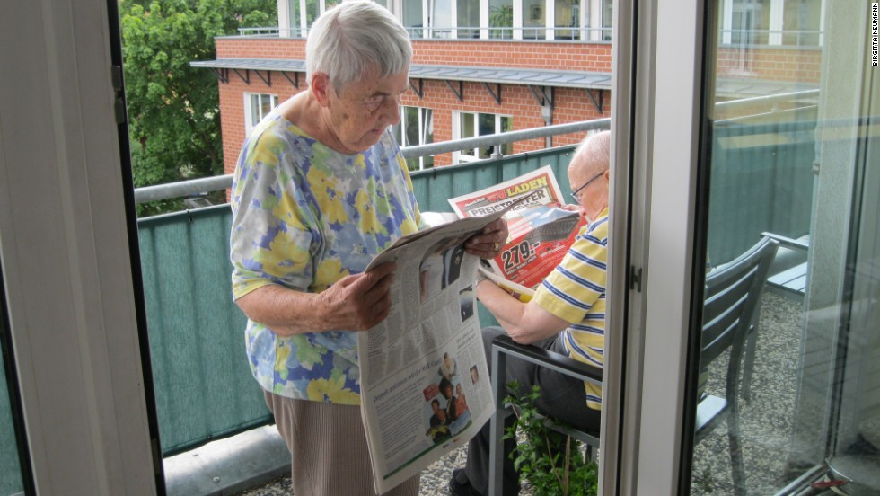 For residents Lydia Stehwin and Hans-Georg Neumann, keeping up with current affairs is part of the daily routine at the shared apartment in Potsdam.
