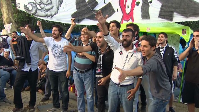 Turkey's football fans join protest