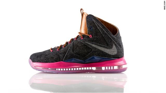 lebron shoes 2013. robber pulls gun on lebron sneaker line lebron shoes 2013 m