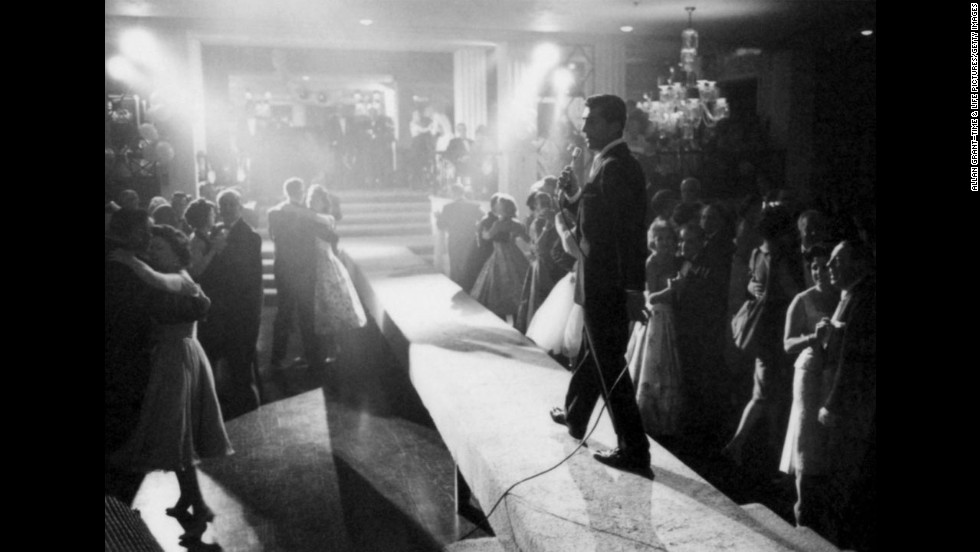 Dean Martin entertains a crowd in 1958.