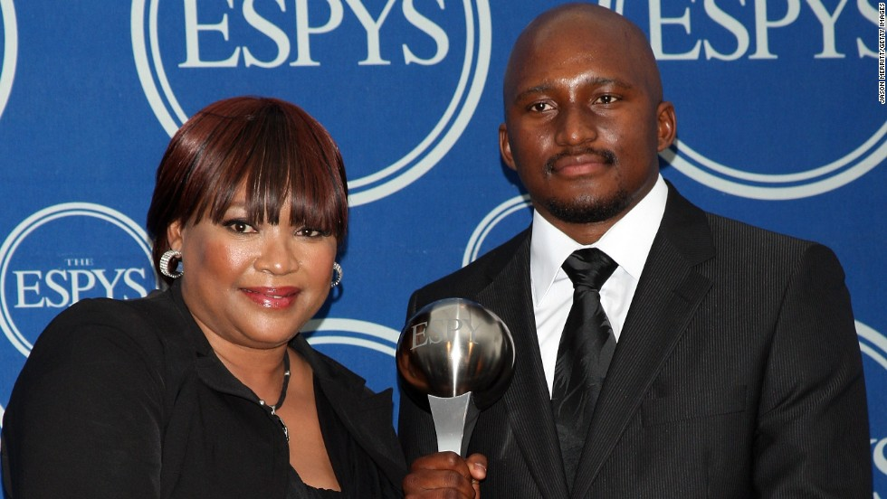 Nelson Mandela's daughter Zindzi Mandela and her son Zondwa Mandela pose with the Arthur Ashe Courage Award, which they accepted on behalf of Nelson Mandela during the 2009 ESPY Awards.