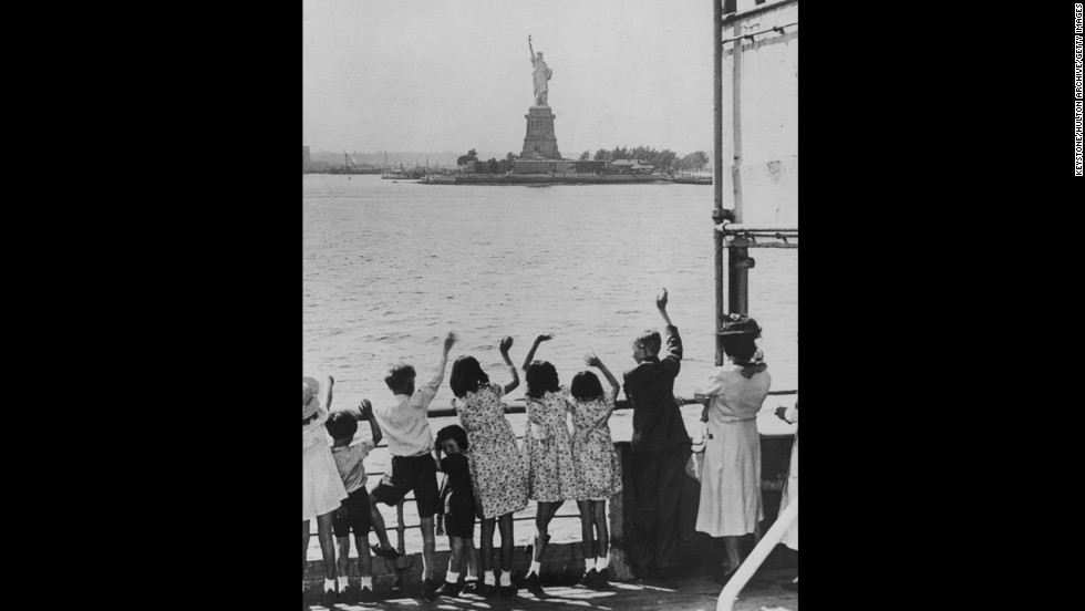 Refugee children from England arrive in New York Harbor in 1940.
