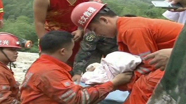 newday child rescued from rubble _00003125.jpg