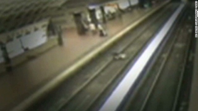 newday man falls on train tracks_00004212.jpg